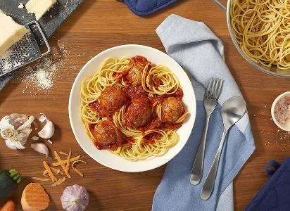 Spaghetti aux boulettes de viande riches en légumes